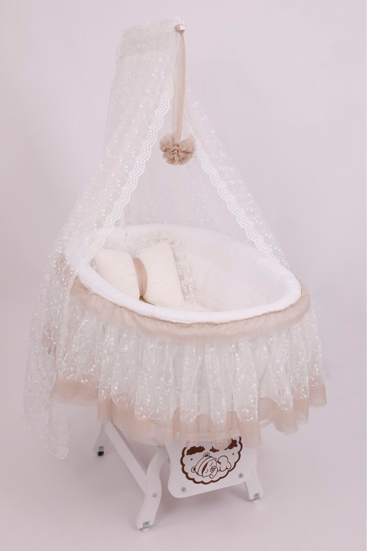 Tütü Etekli Uyku Seti İle Beyaz Sepet Beşik